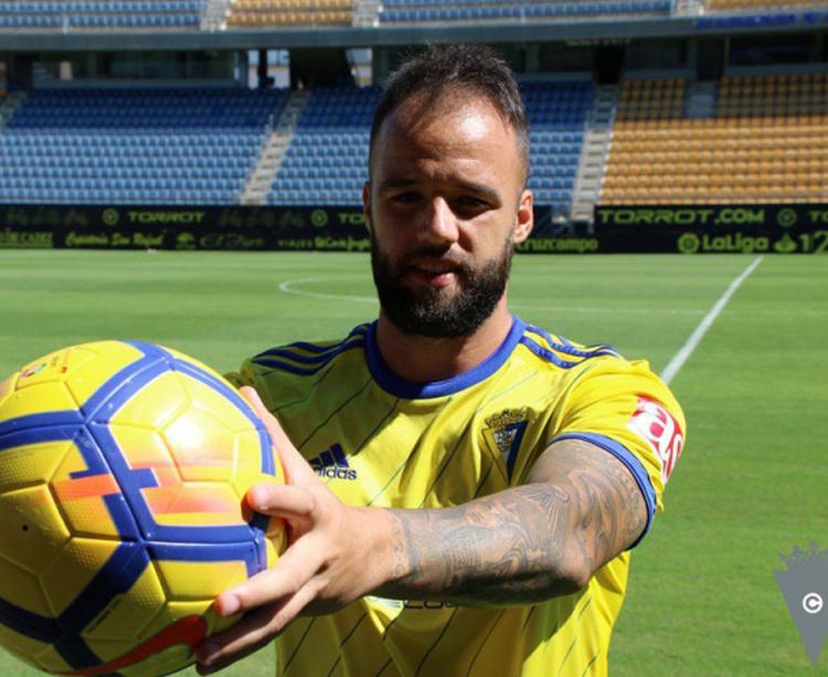 Edu Ramos en su presentación -hoy- como amarillo. Foto: Cádiz CF