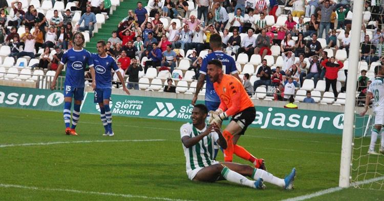 Gabriel Novaes se lastima de una ocasión fallida y clara de gol. Autor: Paco Jiménez