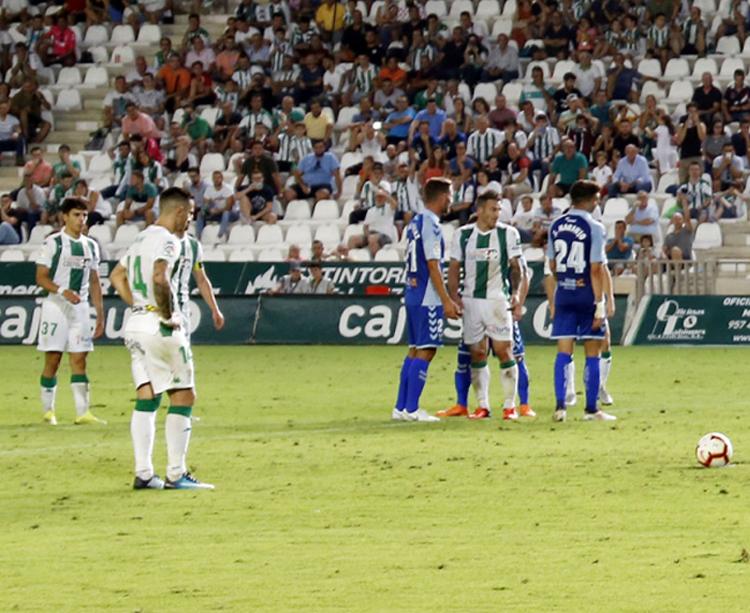 Jaime Romero se apresta a lanzar el penalti del pasado sábado, que erraría. Foto: Diego Álvarez