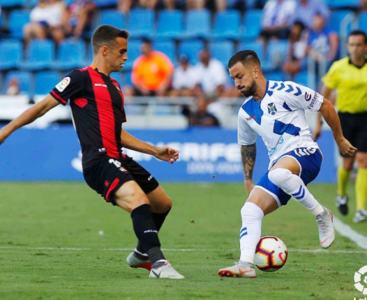 Lance del juego en el anterior partido del Tenerife ante el Reus. Foto: LaLiga