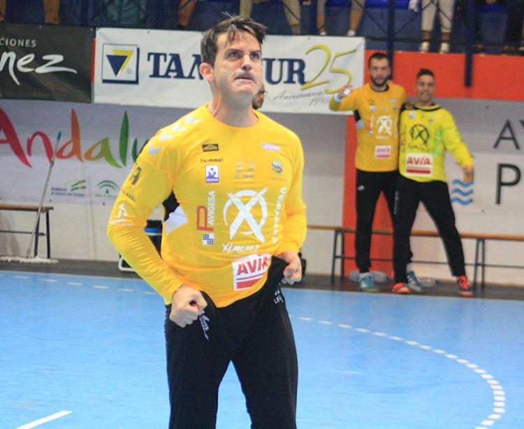 Álvaro de Hita expresando su rabia contenida tras la parada decisiva del partido que dio el triunfo al Ángel Ximénez