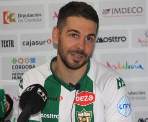 El jugador cordobés de ElPozo Murcia Andresito compareció en la sala de prensa con la camiseta blanquiverde enfundada y sin ocultar su deseo de futuro de vestirla de manera oficial