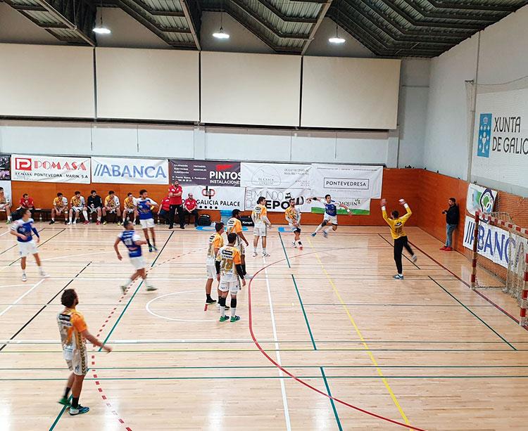 El Colegio Cisne de Pontevedra atacando la defensa del Ángel Ximénez-Avia