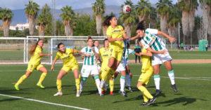 Las jugadoras del Córdoba intentando hacer daño en la estrategia. Autor: Javier Olivar