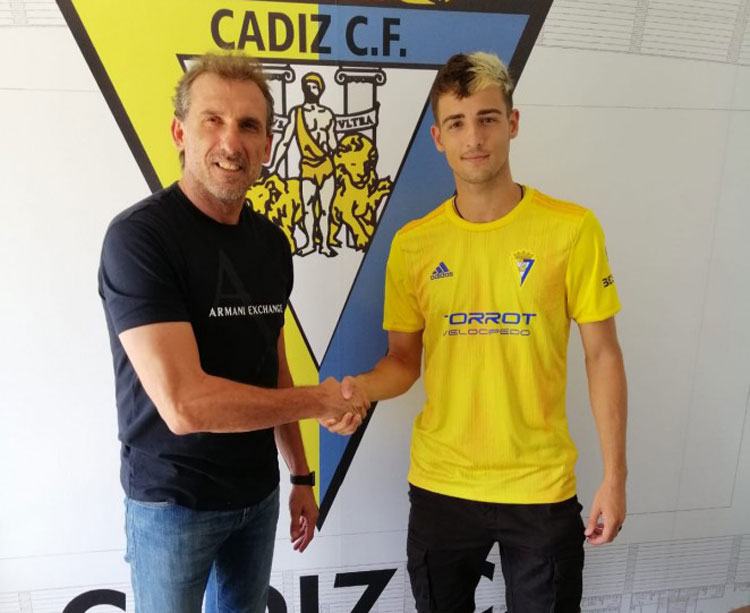 Nieto el día de su fichaje con el Cádiz B. Foto: Cádiz CF