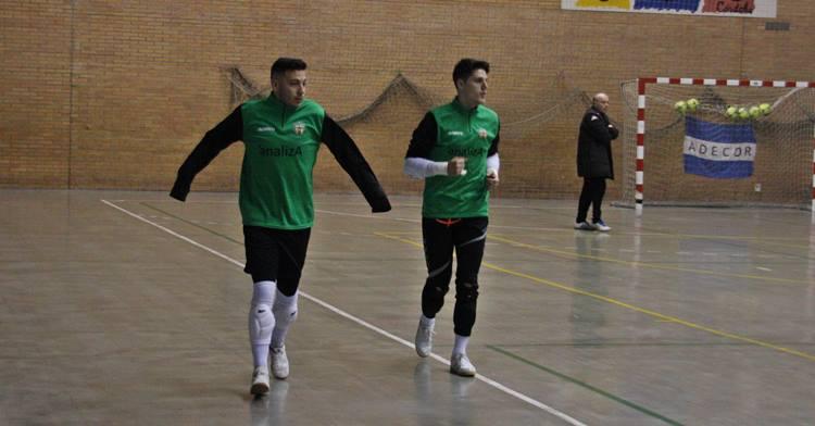 Cristian y Gonzalo calientan antes del entrenamiento. Autor: Paco Jiménez
