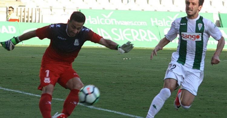 Jovanovic jugó su primer partido como titular en El Arcángel y puso en aprietos a Casto en más de una vez. Autor: Paco Jiménez