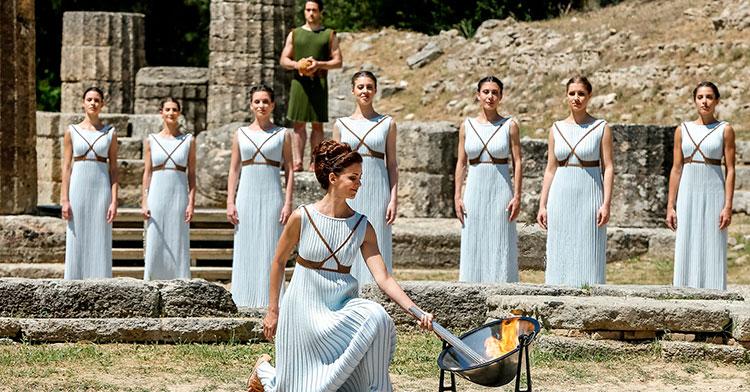 El encendido del pebetero olímpico en Olimpia
