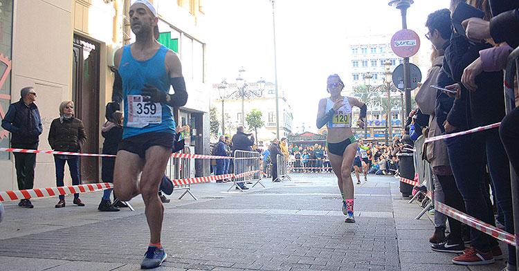 La extremeña Raquel Gómez liderando la Media Maratón tras superar la mitad del recorrido