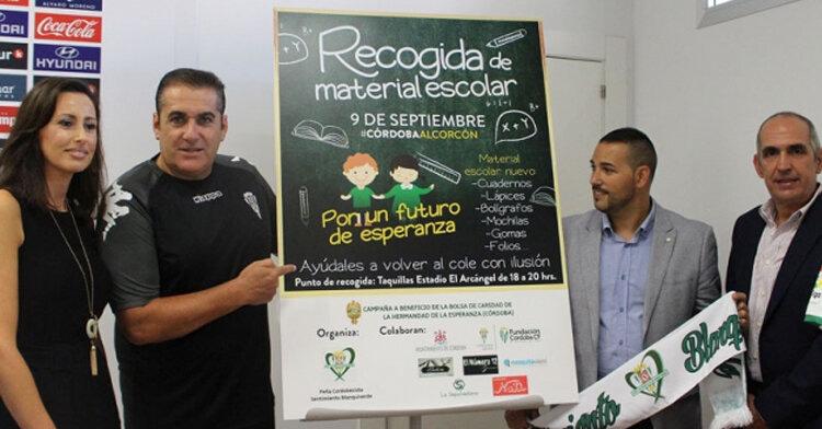 Sandoval en la presentación de la campaña solidaria de recogida de material escolar.
