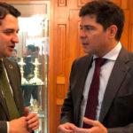 El alcalde del Córdoba, José María Bellido, departiendo con el administrador judicial del Córdoba, Francisco Estepa
