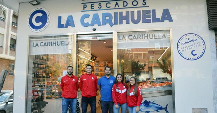 Jugadores del Cajasur y del Deza CBM en Pescados La Carihuela