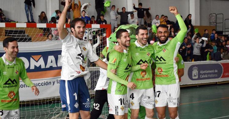 Carlos Barrón festejando con sus compañeros del Palma Futsal, Lolo Urbano entre ellos. Foto: Diario de Mallorca