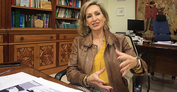 Inmaculada Troncoso gesticula durante la entrevista