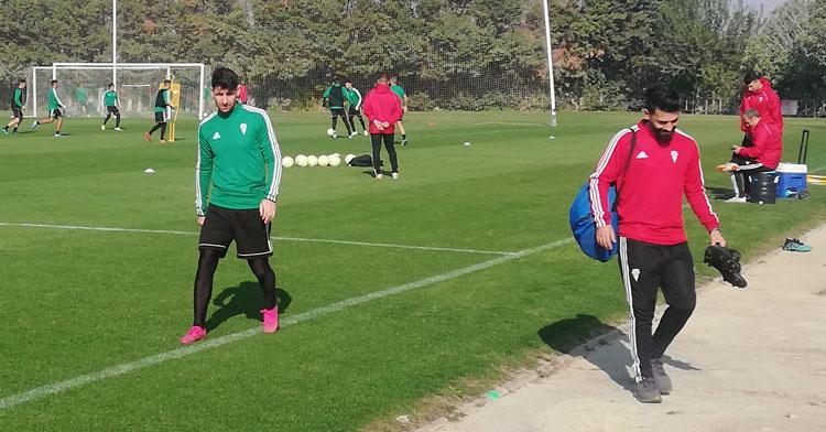 Javi Flores se marcha del entrenamiento nada más empezar. Autor: Paco Jiménez