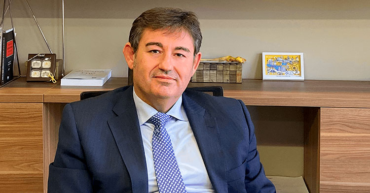 El futuro presidente del Córdoba CF, Javier González, en su despacho profesional de Crowe en Madrid