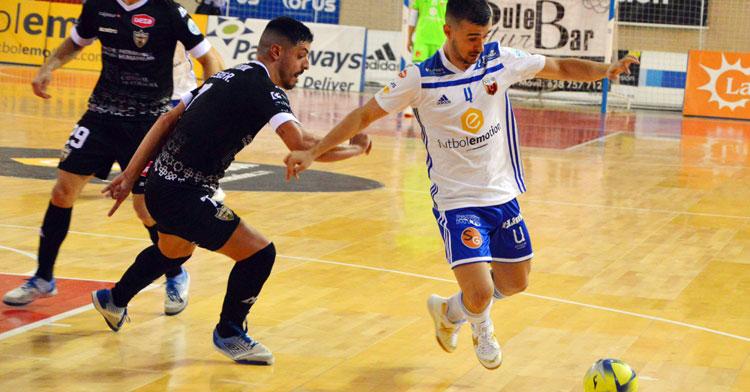 Jesús Rodríguez luchando en la pista del Zaragoza