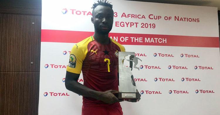 Owusu con el trofeo de mejor jugador del partido. Foto: @ghanafaofficial