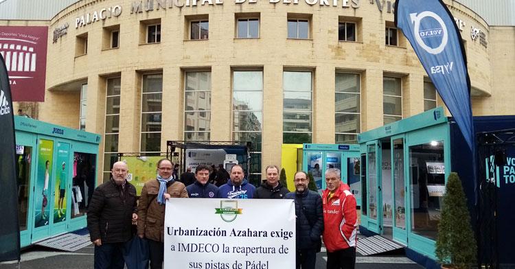 Representantes vecinales de Parque Azahara en su protesta