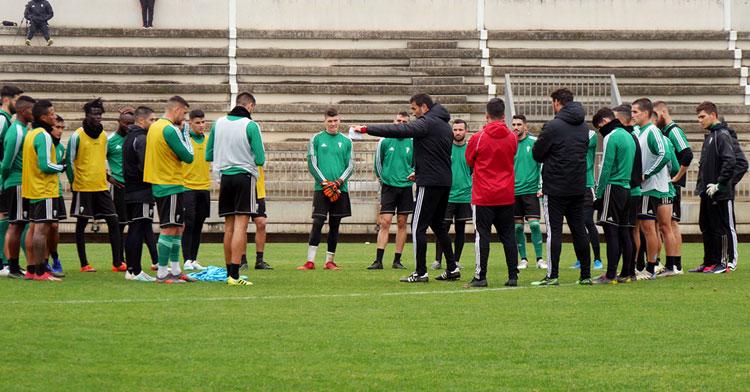 La plantilla blanquiverde entrenando esta mañana. Foto: Córdoba CF
