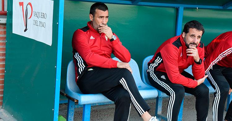 Preocupados. Raúl Agné y Arnau Sala siguiendo el juego del Córdoba en TalaverPreocupados. Raúl Agné y Arnau Sala siguiendo el juego del Córdoba en Talavera