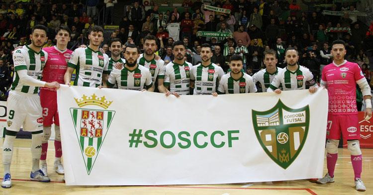 Cordobesistas de corazón. El Córdoba Patrimonio de la Humanidad saltó al campo con la pancarta SOSCCF