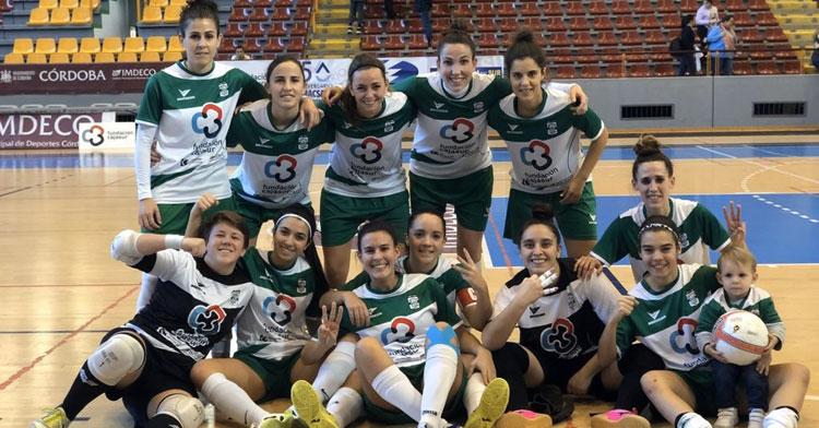 Las jugadoras del Cajasur celebrando su remontada