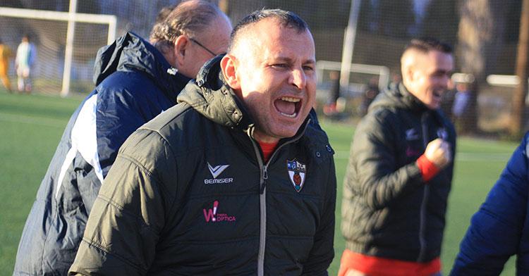 Javi Moreno celebrando uno de los goles de su Pozoblanco