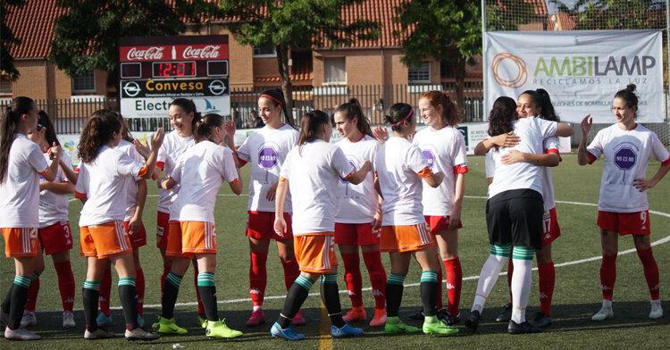El saludo inicial entre ambos equipos. Foto: CD Santa Teresa