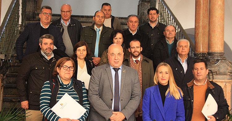 El presidente de la Diputación, Antonio Ruiz, y la delegada de deporte, Ana Blasco, posan junto a los representantes de clubes, asociaciones, federaciones y ayuntamientos beneficiados de los convenios nominativos