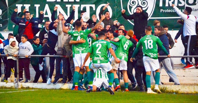 Los jugadores gaditanos celebrando un tanto. Foto: Atlético Sanluqueño
