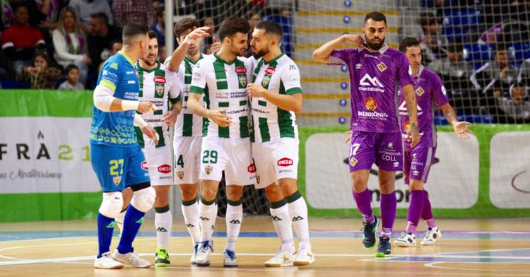 César recibiendo la felicitación de Giasson tras uno de sus goles