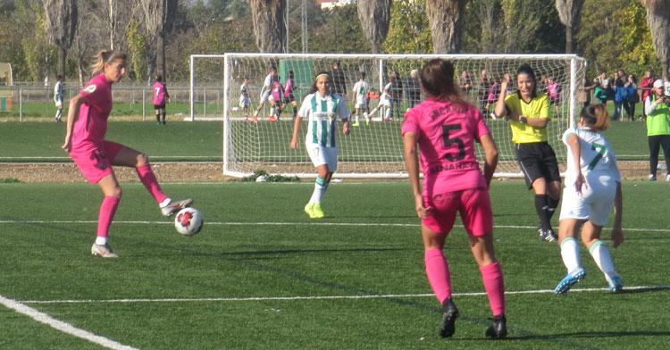 El trabajo defensivo volverá a ser importante para el Córdoba Femenino como ante el Málaga. Autor: Rafa Fernández