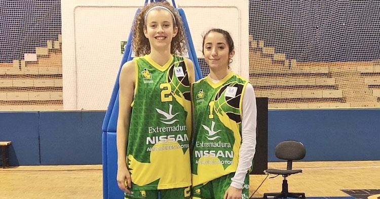 Cristina Abad, a la derecha, junto a su compañera Carla Ollero, con la que compartió debut en la Liga Femenina Endesa a los 16 años. Foto: @Cantera_Basket