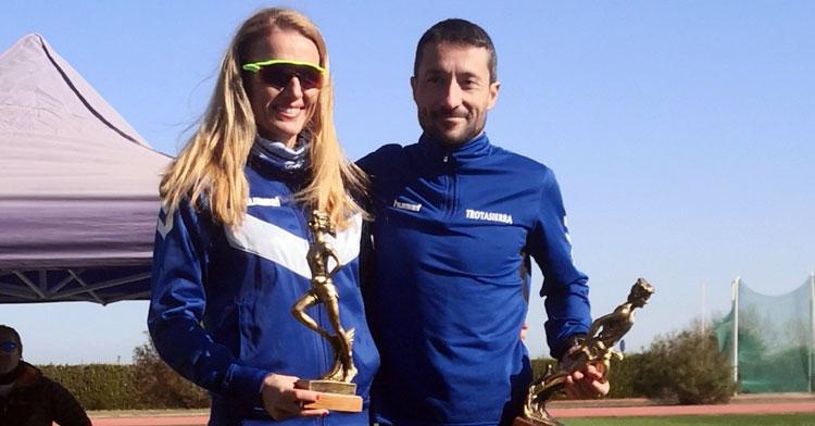 Raquel Hernández y Miguel Espinosa en el podio de Palma del Río