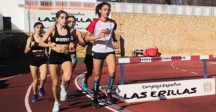 Las atletas en un momento de las jornadas en Hornachuelos