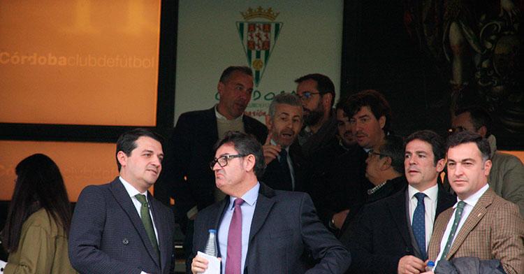 Javier González en el palco junto al alcalde