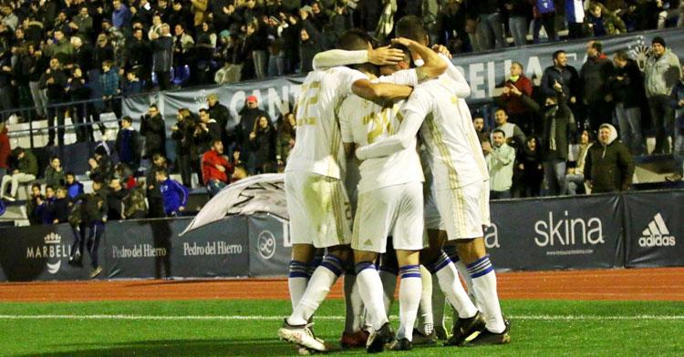 Los jugadores del cuadro marbellí celebrando uno de sus goles al Guijuelo. Foto: Marbella FC