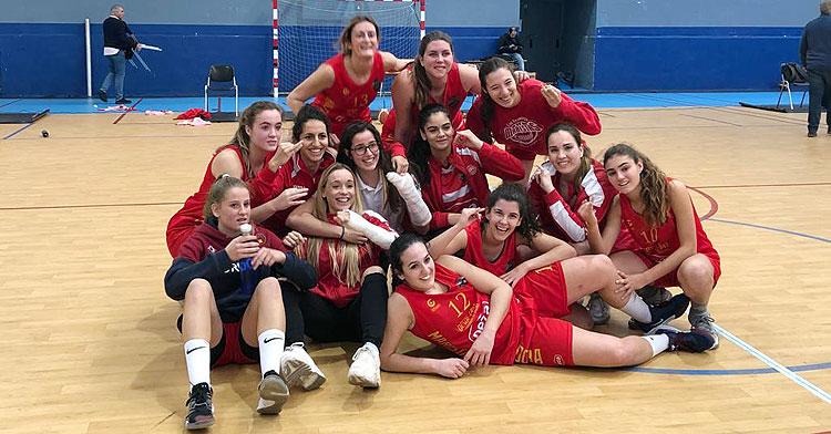 Las chicas de Maristas celebrando su triunfo en Cervantes. Foto: @cbmaristascor