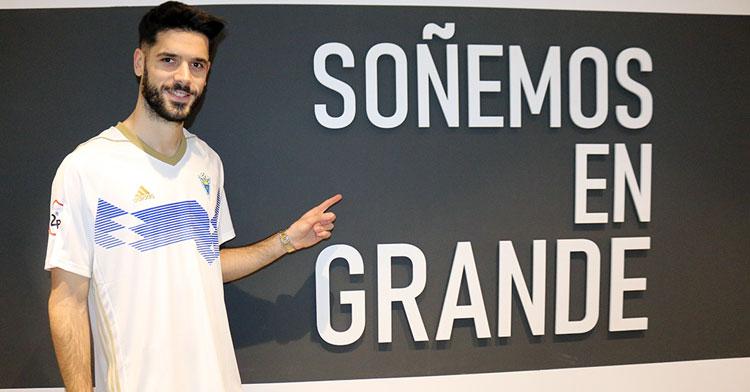 Fernando Román ya como uno más en el Marbella. Foto: Marbella FC