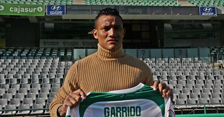 Luis Garrido ultima su debut con el Córdoba empleándose a fondo en la Ciudad Deportiva.