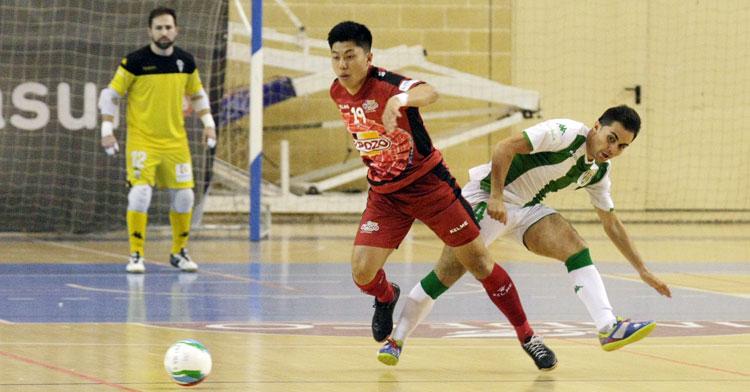 Shimizu jugando en Vista Alegre con la camiseta murciana