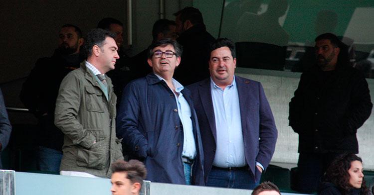 Javier González Calvo junto a algunos de sus consejeros en el palco. Autor: Paco Jiménez