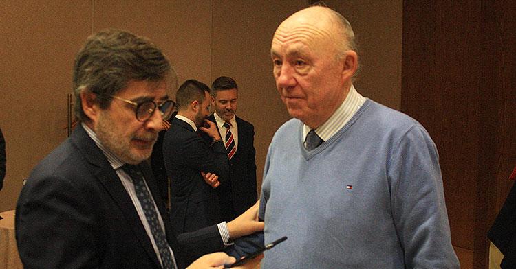 Carlos González junto al presidente de los Minoritarios José María Córdoba.