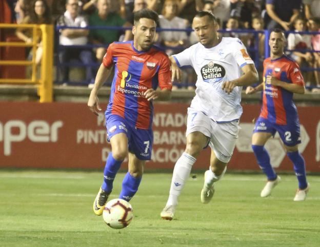 Carlos Valverde jugando ante el Lugo.