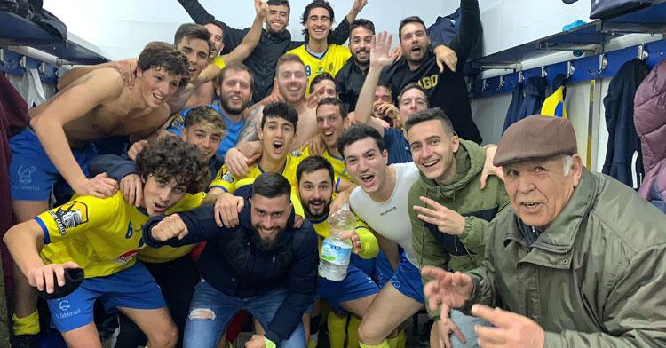 Los jugadores amarillos celebrando una de sus victorias. Foto: CD Ciudad Jardín