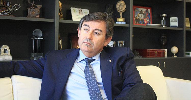 Javier González Calvo en un momento de la entrevista.