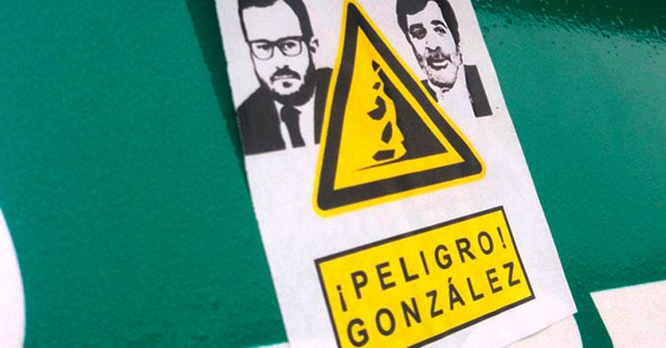 La cartelería distribuida hace años contra Carlos y Alejandro González.