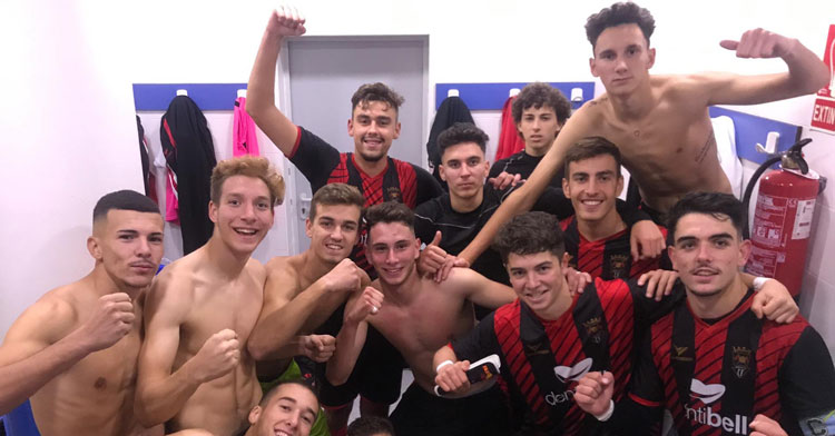El juvenil A del Séneca celebrando un triunfo. Foto: Séneca CF