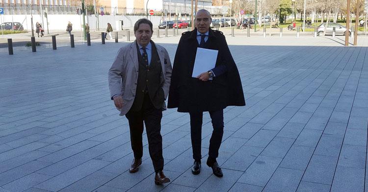 Oliver y Zulategui llegando a la Ciudad de la Justicia. Foto: Radio Marca Córdoba